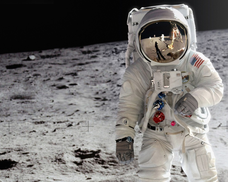 amazing-astronaut-in-moon-wallpaper-1280x1024